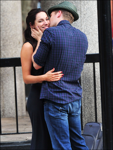 Glamour model Kelly Brook and my neighbor, Glee star Matthew Morrison ...